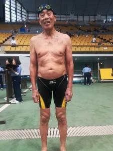 成瀬 岩男 さん 男子100m平泳ぎ 85歳区分 1:51.34